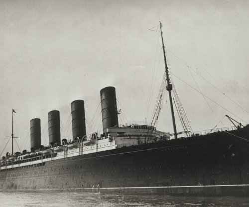 Reports indicate more than 1,300 lost in sinking of liner Lusitania