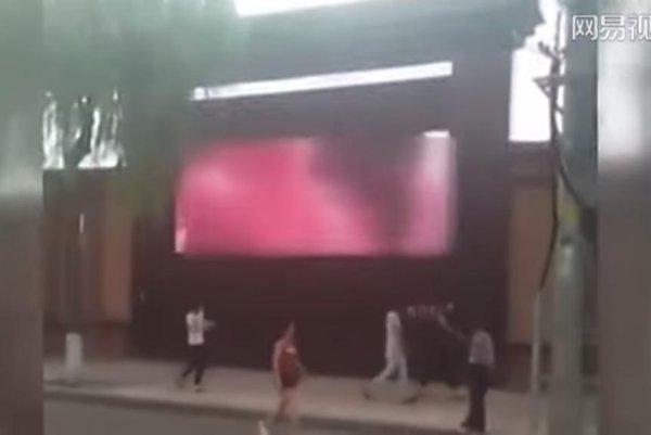 Watch Advertising Screen Shows Porn Next To Road - Upicom-4252