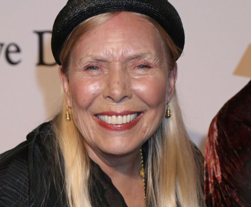David Crosby says Joni Mitchell still can't speak