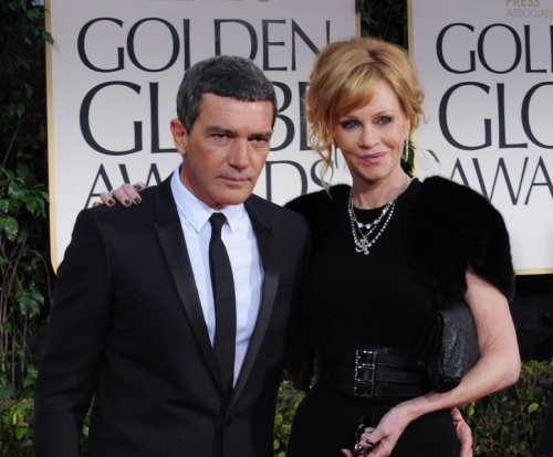 Antonio Banderas, Melanie Griffith sign divorce papers