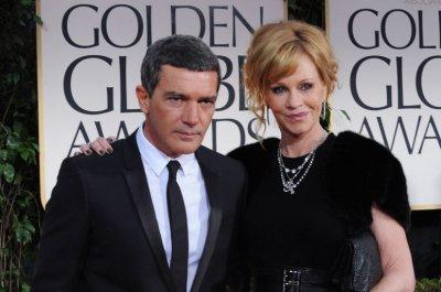 Antonio Banderas, Melanie Griffith sign divorce papers