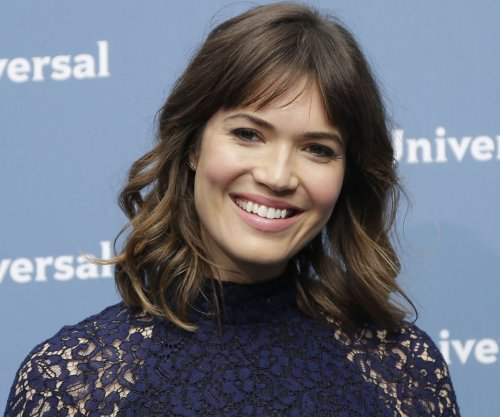 Mandy Moore, Zoe Saldana added to Golden Globe presenters list