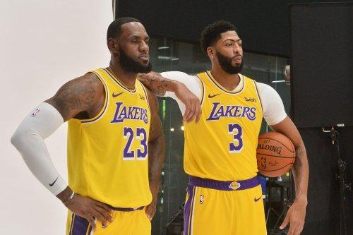 Lakers stars LeBron James, Anthony Davis to keep names on back of jerseys