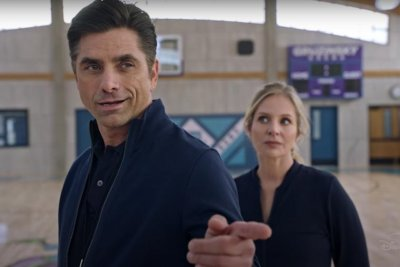 'Big Shot' trailer: John Stamos plays girls basketball coach