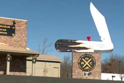 Kentucky store earns Guinness record for world's largest pocket knife
