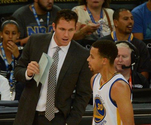 Stephen Curry scores 46 as Warriors stay unbeaten