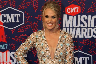 Carrie Underwood to host CMA Awards 2019 sans Brad Paisley