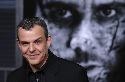 Actor Danny Huston's wife commits suicide