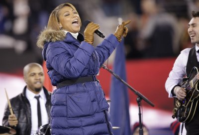 Queen Latifah starts Super Bowl with 'America the Beautiful' [VIDEO]
