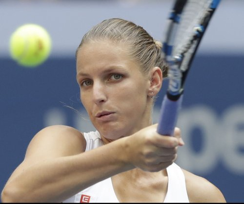 Karolina Pliskova, Caroline Wozniacki advance to title match in Qatar