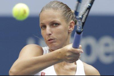 Karolina Pliskova, Caroline Wozniacki advance to title match in Qatar