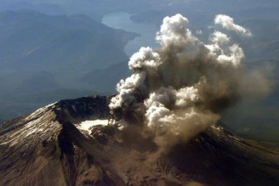 Images of Earth's crust explain why Mount St. Helens is out of line