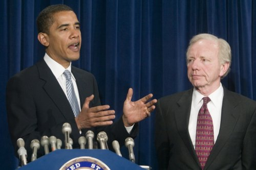 Obama, Lieberman have private chat