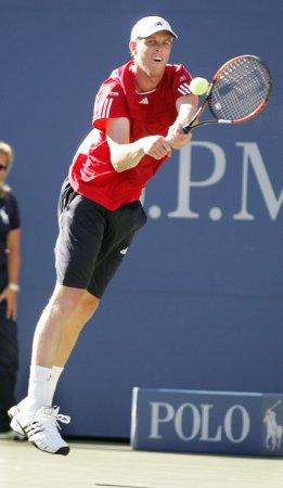Querrey surprises Roddick in Cincinnati
