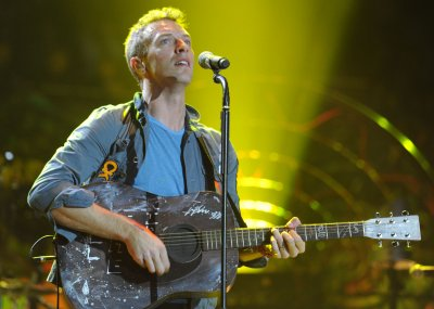 Chris Martin steps out without wedding ring