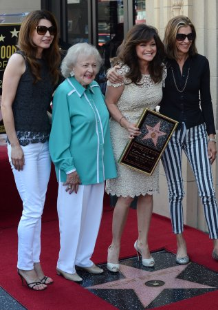 'Hot in Cleveland' canceled by TV Land after six seasons