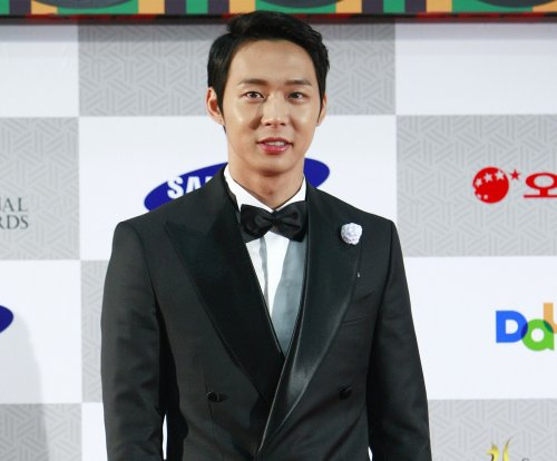 Park Yoo-chun delays wedding to Hwang Ha-na