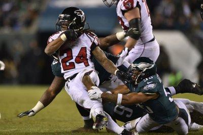 Atlanta Falcons' Devonta Freeman: New helmet rule is 'not my rule'