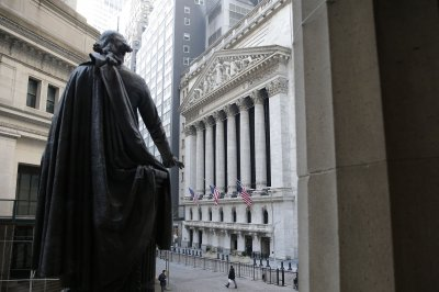 Dow rises 424 points as markets shake off early losses
