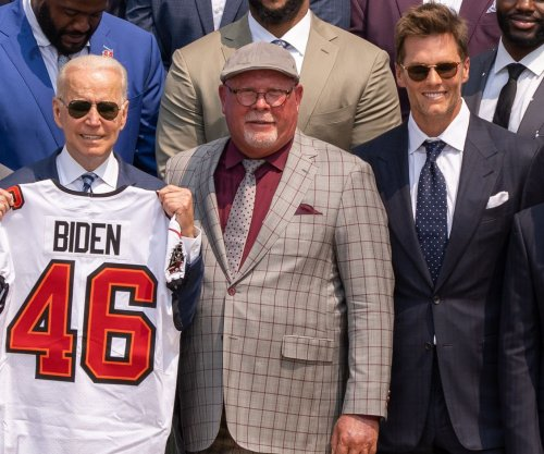 Tom Brady, Buccaneers visit White House, joke with Biden about election