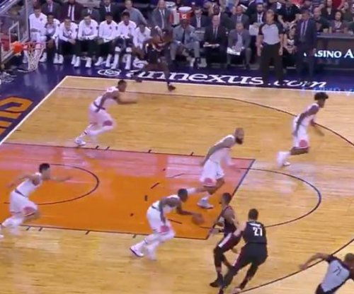 All five Phoenix Suns run at exactly the same time vs. Portland Trail Blazers