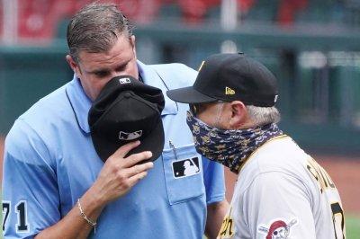 Pirates' Derek Shelton has MLB's first socially distanced umpire argument