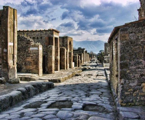 Pompeii artifacts returned by tourist who claimed 'curse'
