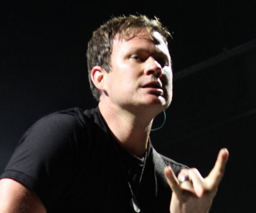 Tom DeLonge to leave Blink-182 'indefinitely'