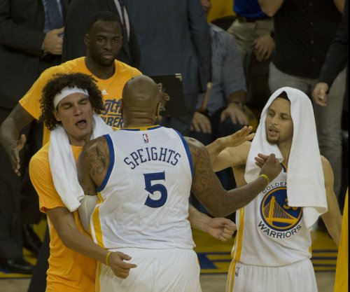 Anderson Varejao to remain with Golden State Warriors