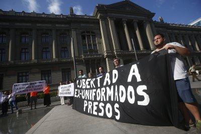 Chile sentences 33 former spies over Pinochet-era killings