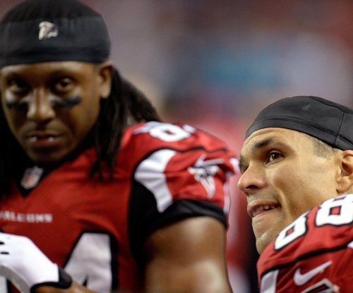 Atlanta Falcons' Roddy White officially retires