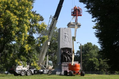St. Louis begins removing massive Confederate memorial