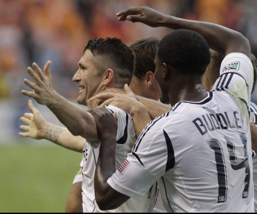 Robbie Keane, back from Euros, scores in L.A.'s win