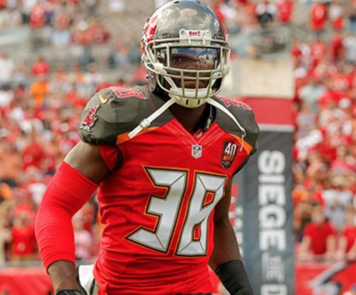 Tampa Bay Buccaneers sign LS DePaola, waive/injured CB Adjei-Barimah
