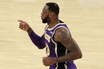 Lakers' LeBron James to skip FIBA World Cup; could play in 2020 Olympics