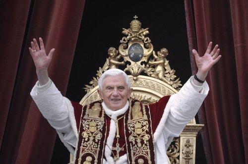 Pope Benedict holds last public mass