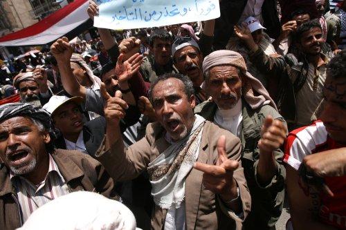 Yemeni violence sparks travel warning