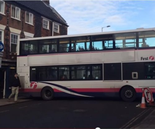 Wrong turn: British bus makes 140-point turn