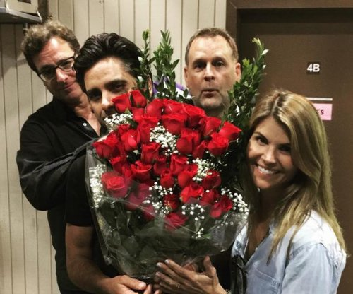 Lori Loughlin celebrates birthday with 'Full House' co-stars