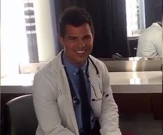 'Scream Queens': First look at Taylor Lautner as doctor