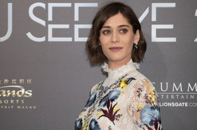 Lizzy Caplan and Tom Riley get married in Italy