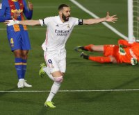 Real Madrid holes off Barcelona, Lionel Messi in El Clasico soccer rivalry