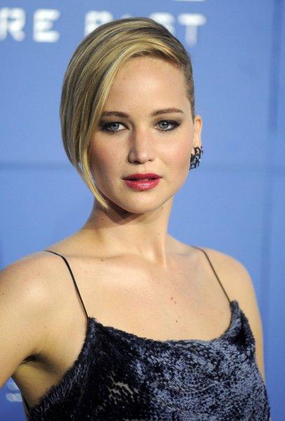 Jennifer Lawrence, Jimmy Fallon play 'Box of Lies' on 'The ...