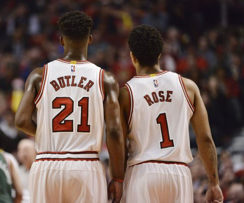 Chicago Bulls bump Cleveland Cavaliers in Game 1