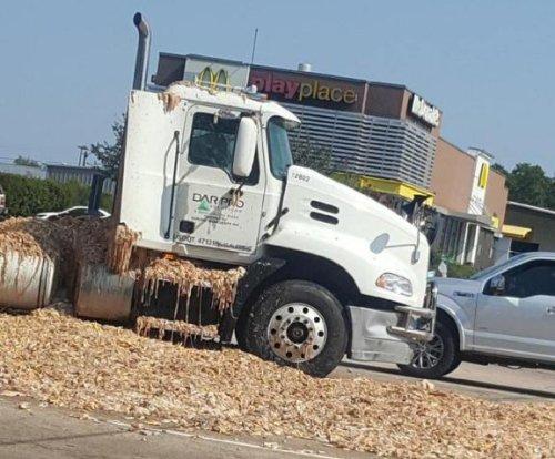 Semi truck spills 'chicken parts' onto Texas highway