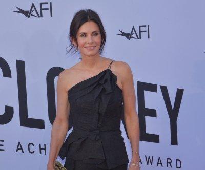'Friends' star Courteney Cox will shoot a horror comedy pilot for Starz