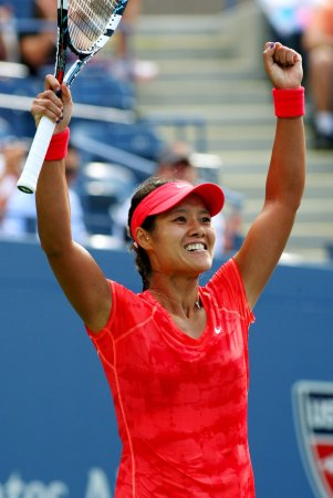 Li captures Australian Open title in straight sets