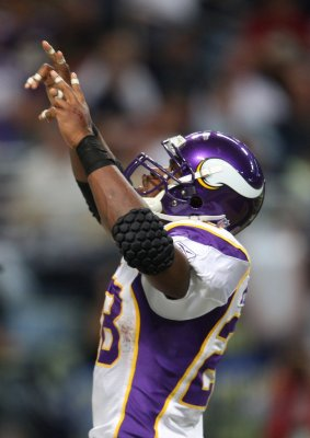 Vikings' Peterson wins NFC offensive honor