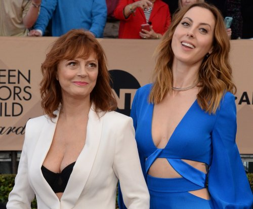 Eva Amurri and mom Susan Sarandon stun at SAG Awards