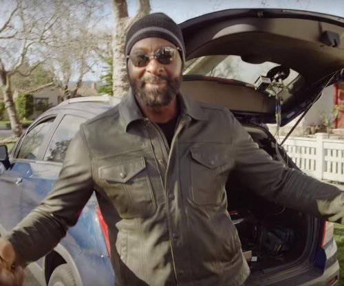 NFL Hall of Famer Jerry Rice goes undercover as Lyft driver, but no one notices